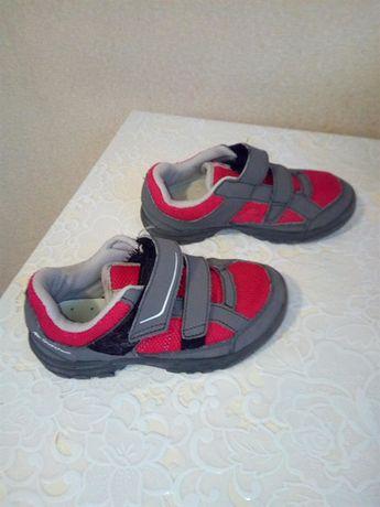 Продам детские кроссовки Quechua