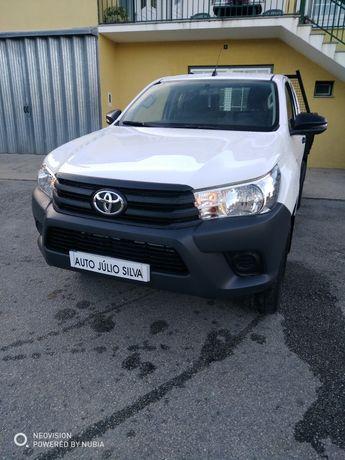Toyota Hilux semi novo