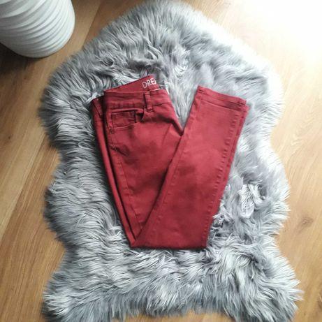 bordowe czerwone spodnie jeansowe rurki z wysokim stanem dopasowane