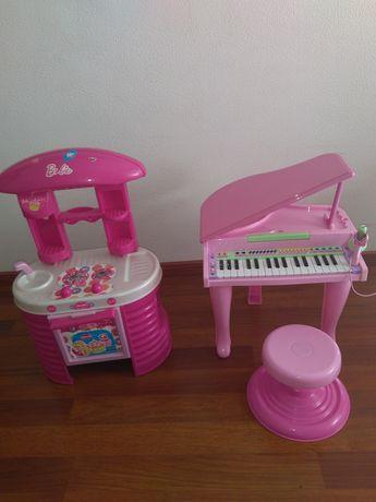 Brinquedos e porta bebés