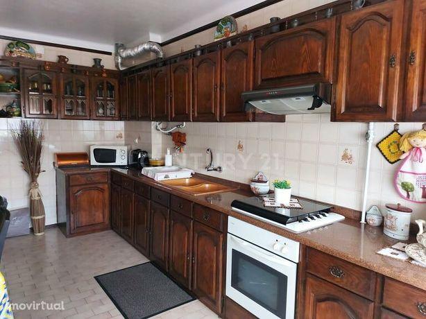 Apartamento T3 com garagem individual