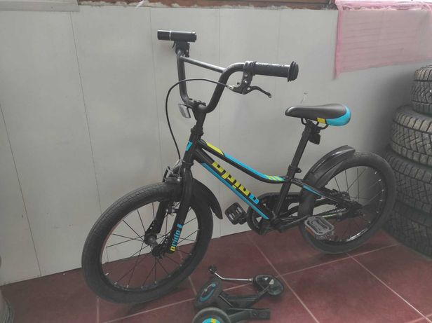Велосипед детский 18 дюймов с фонариком и доп.колесами
