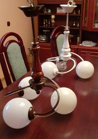 Lampa wisząca z 3 kloszami.