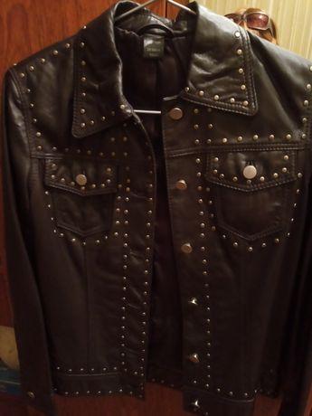 Продам женскую кожанную куртку