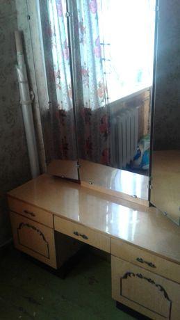 Трюмо зеркало столик тумбочки ящики