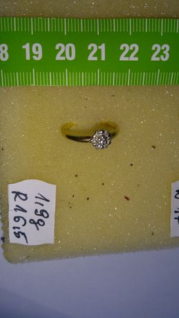 Pierścionek złoty z diamentami w cenie 1800 zł
