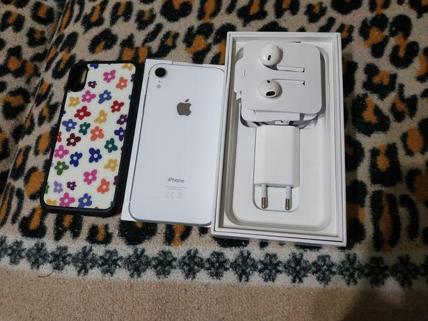iPhone xr 64 Отличное состояние. На последнем фото маленький дефектов!