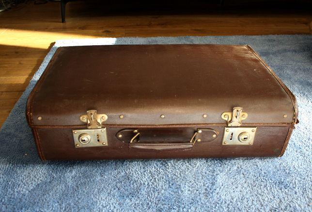 brązowa walizka vintage