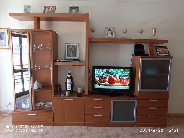 Móvel de sala em cerejeira