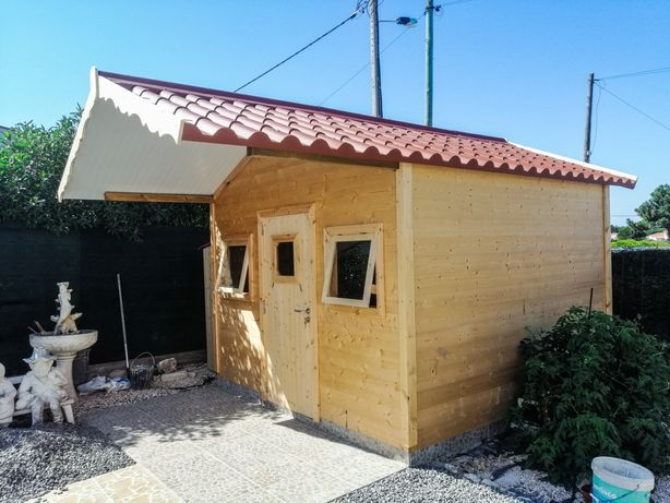 Wooden tiny House / Casa de Madeira 3x3