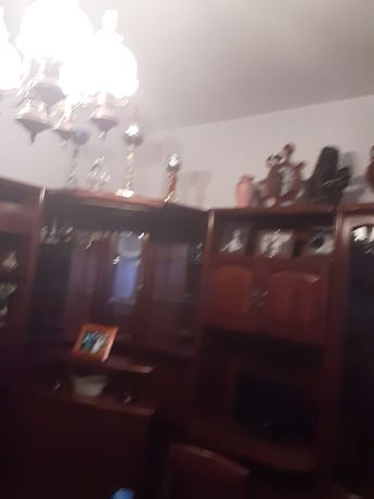 Móveis de sala com mesa e 4 cadeiras