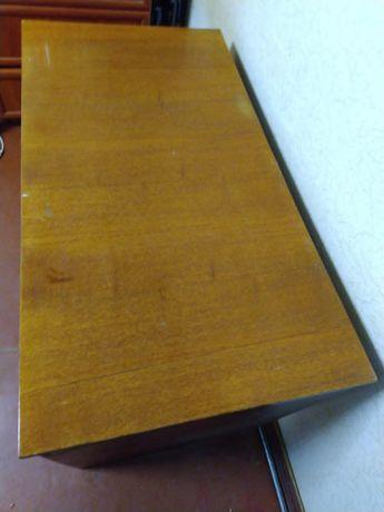 Стол письменный лакированный