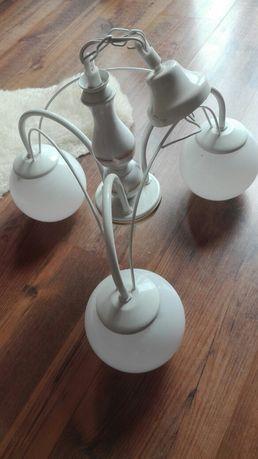 Biała lampa, żyrandol