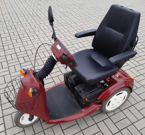 Wózek inwalidzki elektryczny trójkołowy