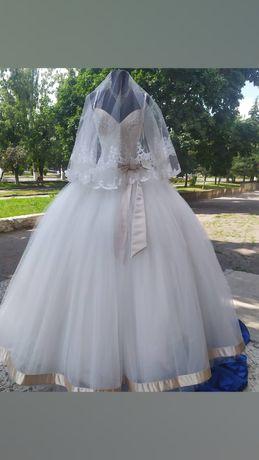 Распродажа свадебных платьев и аксессуаров