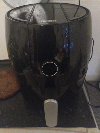 Fritadeira Ar/sem óleo quase nova.
