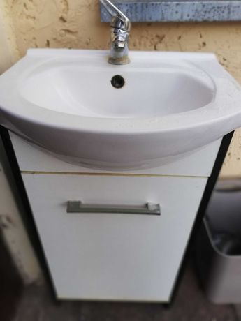 Umywalka z szafeczka