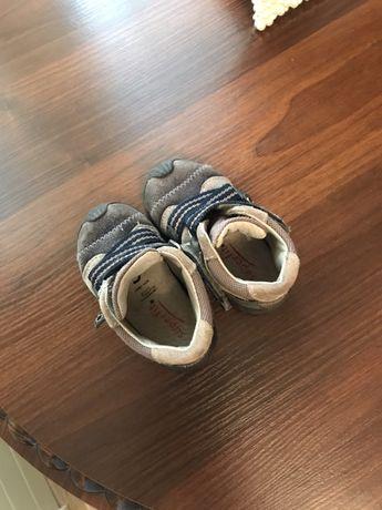 Дитячі кросівки шкіряні