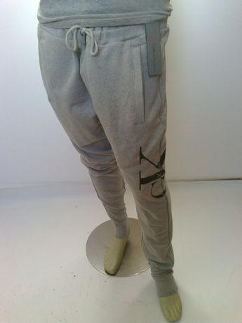 Spodnie dresowe Calvin Klein Jeans XL mod.Calvin Haro Jog cena 125euro