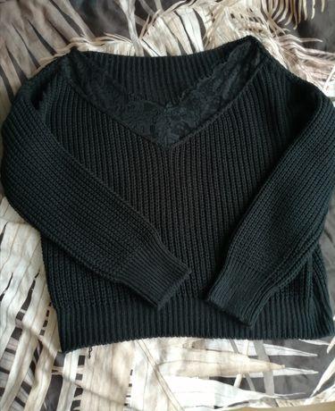 Sweterek ciepły z koronką