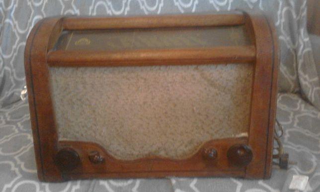 witam mam na sprzedaż stare radio lampowe diora za 100 zł