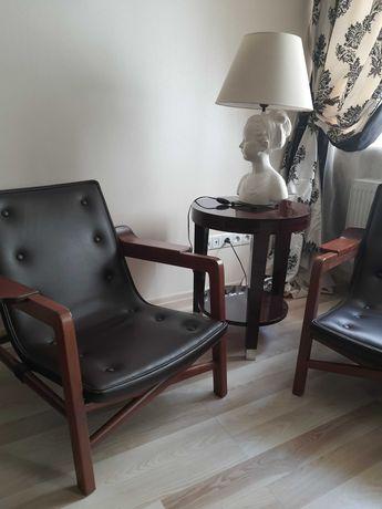Очень качественное кожанное кресло