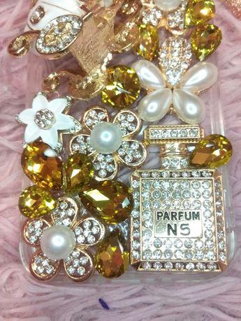 Шикарный золотой чехол для iPhone 12 mini топовый в стразах камнях