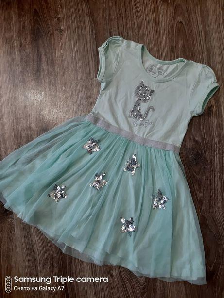 Красивое платье, костюм, джинсы на девочку
