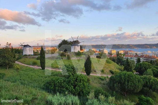 Apartamento T3 - Numa colina do Restelo -