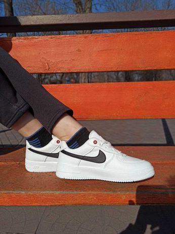 Женские кроссовки Nike Air Force 1 low белые с черным значком