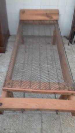 Cama em madeira de criança