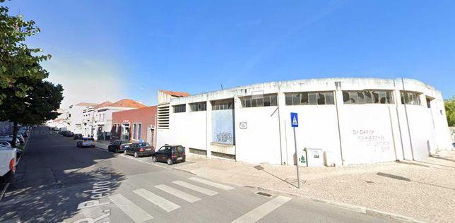 Edifício /Garagem e terreno anexo / Santarém.