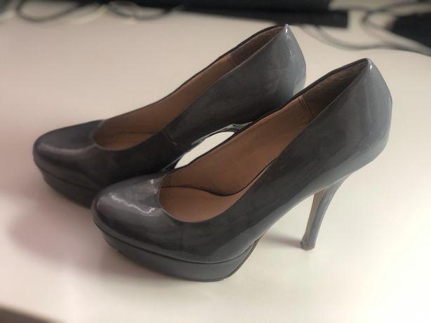 Продаю туфли на каблуке