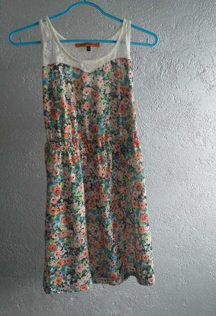 Sukienka w kwiatki Bershka