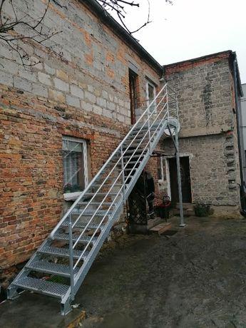 Ogrodzenia, bramy, płoty, schody zewnętrzne, balustrady.