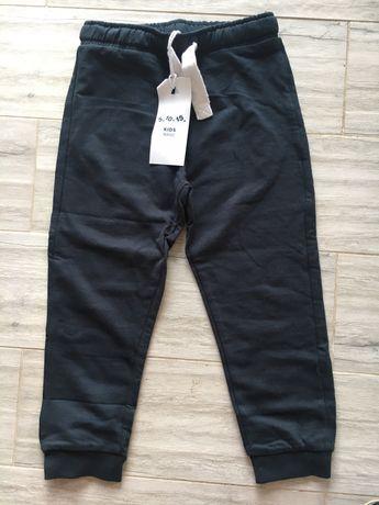 Nowe spodnie dresowe 5.10.15 110
