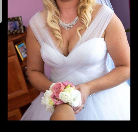 Suknia Ślubna+2 welony gratis oraz pasek i ozdoba do włosów.