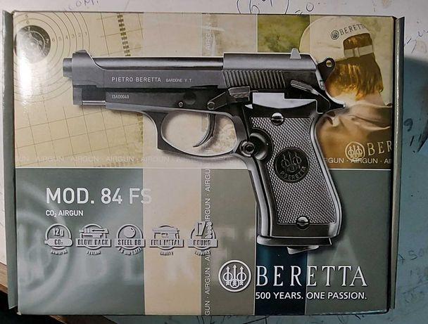 Beretta M84FS, 4,5mm Co2 culatra Blowback Full Metal