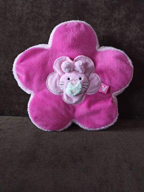 Różowa poduszka kwiatuszek z króliczkiem