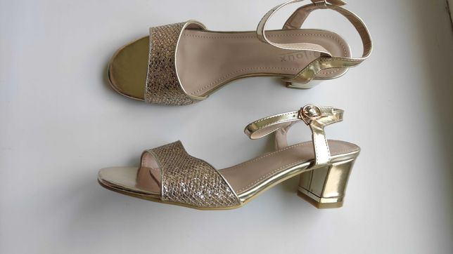 Новые женские босоножки на широком каблуке, р.41 (26см)