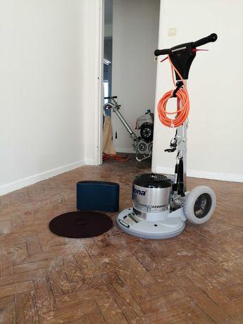 Afagamento pavimento madeira