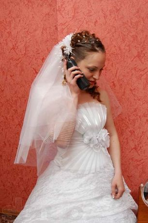 продам недорого свадебное платье и костюм