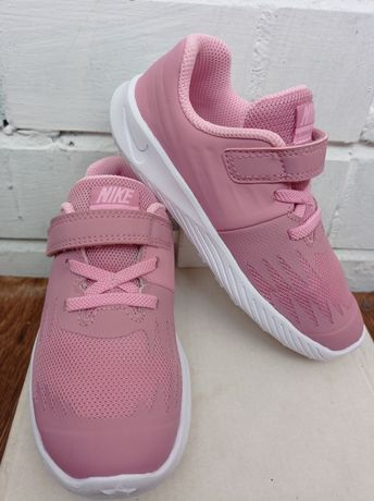 Кроссовки Nike для девочки.