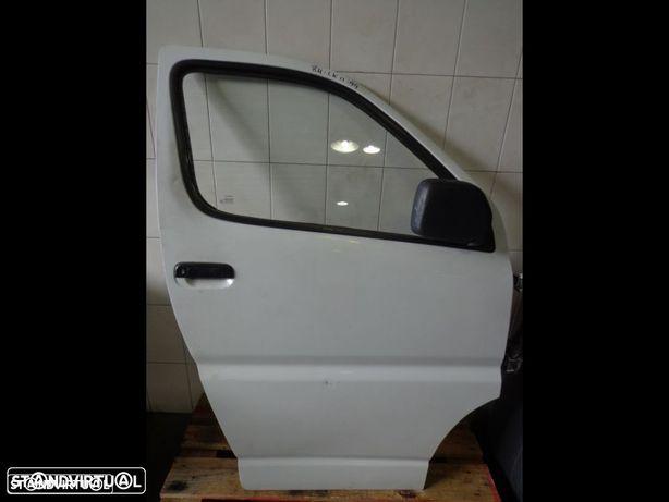 Porta frente direita Toyota Hiace LK11
