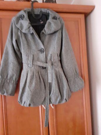 Szary płaszcz krótki