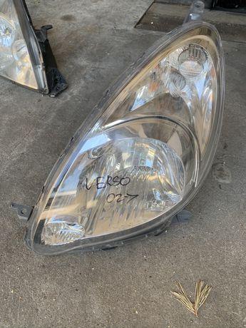 Toyota Corolla Verso relfektor lewy lampa lewa