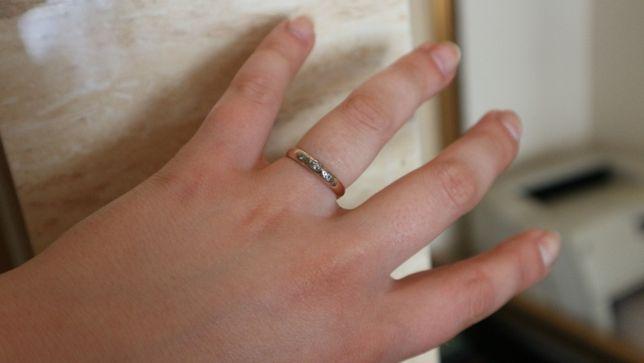 Złota obrączka pierścionek brylanty pr.585/2,6g/0,05ct