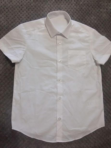 Рубашка школьная белая на мальчика 6-7 лет, фирменная, новая