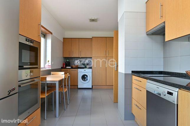 Apartamento T4 com 5 assoalhadas em Queijas, com terraço e 3 varand...