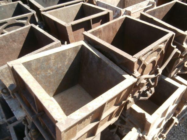 Moldes de Ferro Fundido para Testes de Betão - Usado
